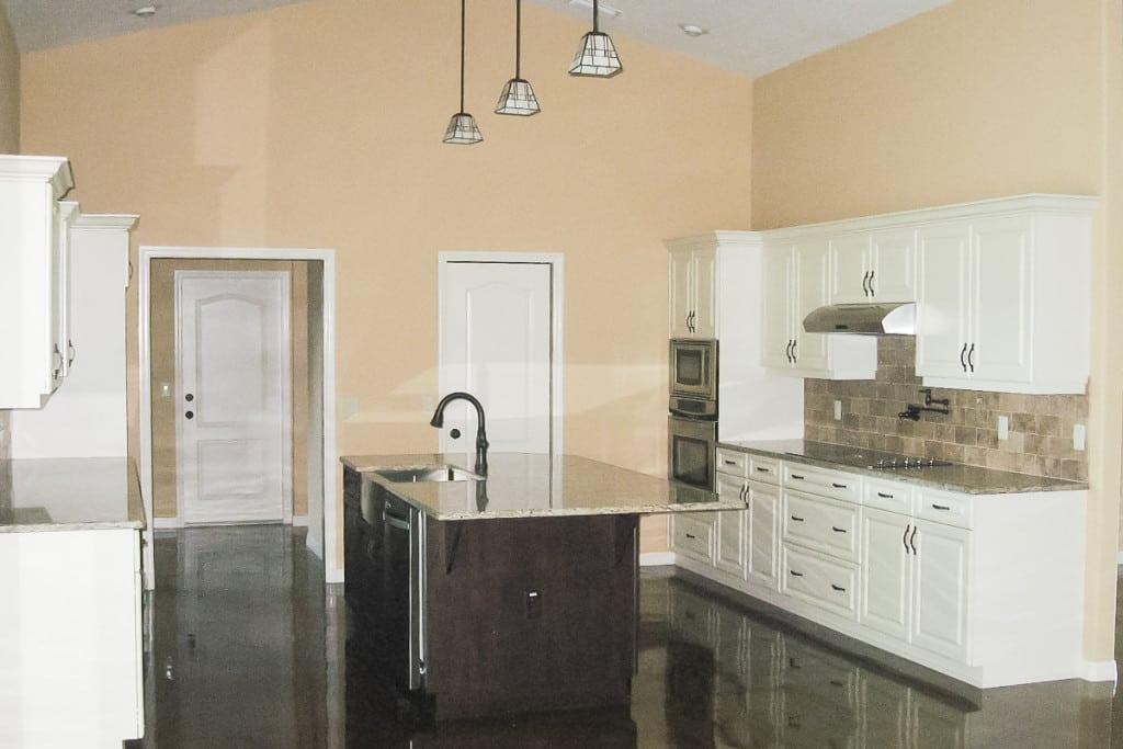 Drifton - Kitchen with Island - Curington Homes - Ocala Florida Contractor