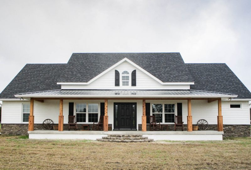 Home Builder in Ocala Florida - White Farmhouse - Curington Homes